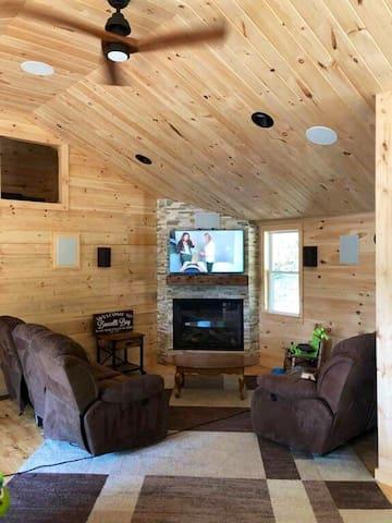 Cozy Cabin right off lake Winni!