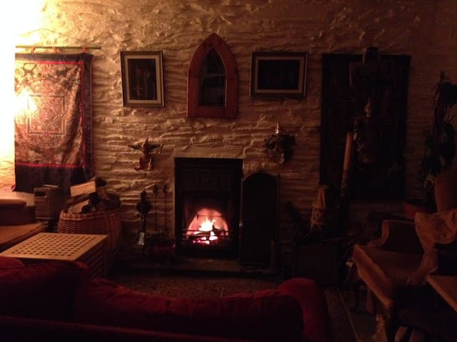 Cosy old stone cottage West Wales - Bryngwyn - บ้าน
