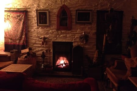 Cosy old stone cottage West Wales - Bryngwyn - Rumah