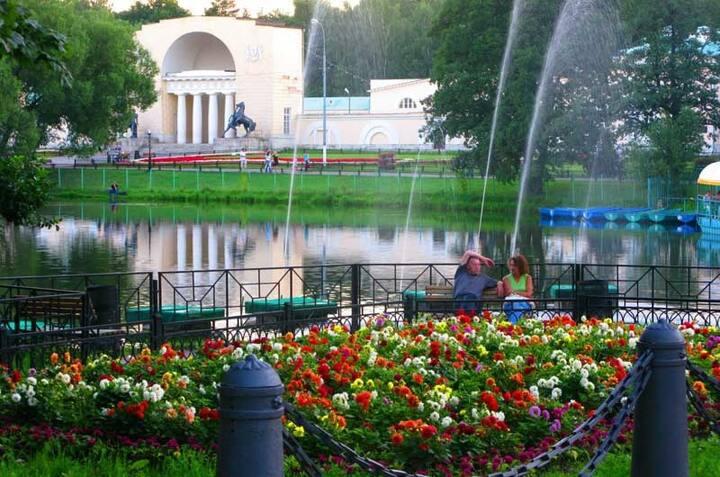 2 комн. квартира в парке Москвы 15 мин. до центра