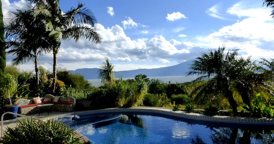 Lakeview Tropical Retreat - King 2 Room Suite