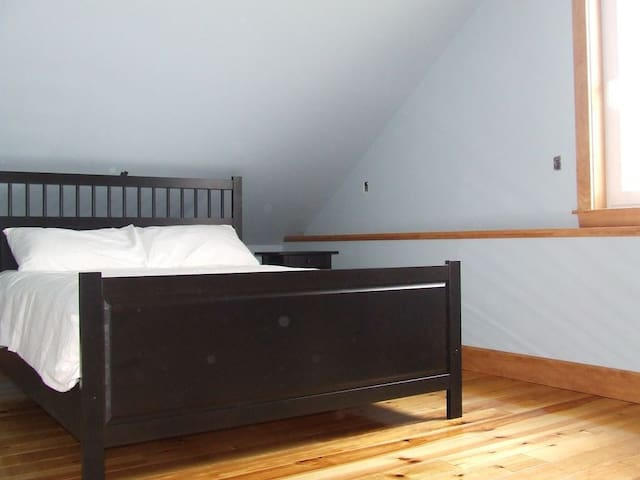 Master Bed Room King-size bed