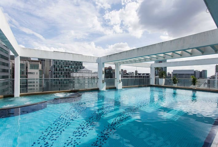 High floor Swimming Pool Overseeing the KL Tower and the City