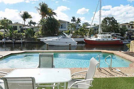 Awesome 2BR home - Great pool with river views!