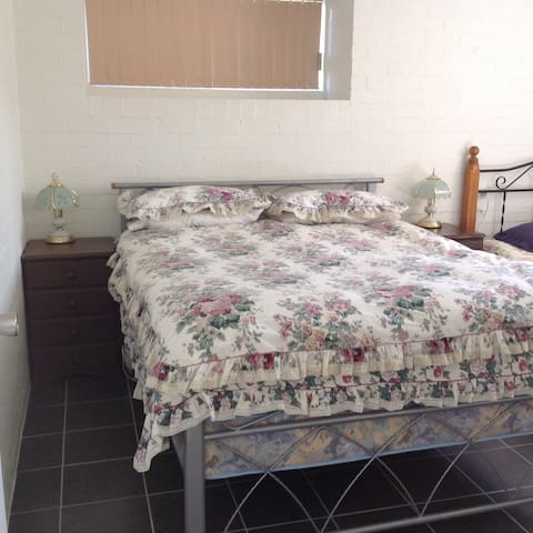 2 bedrooms, kitchenette, bathroom - Batemans Bay - อพาร์ทเมนท์