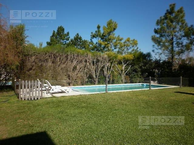 Casa con piscina. Barrio privado - General Pacheco - House