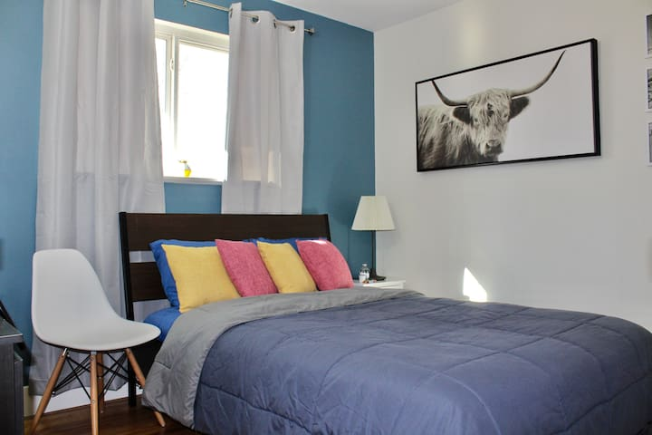 Urban Escape Guest Bedroom—10 Minutes to Downtown