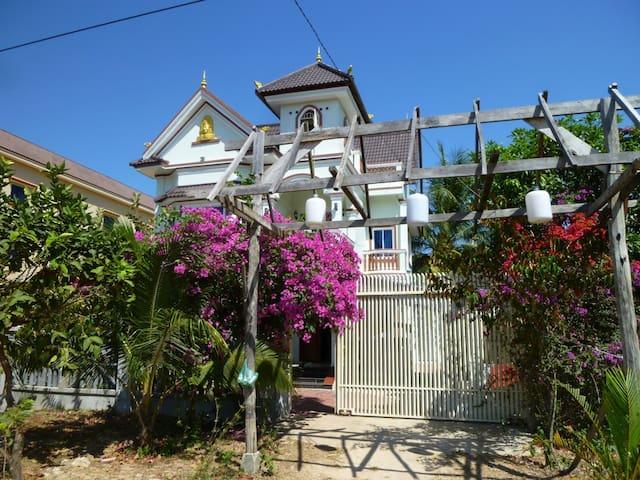 Otres Mansion Holiday Home Rental - sihanoukville - Dům