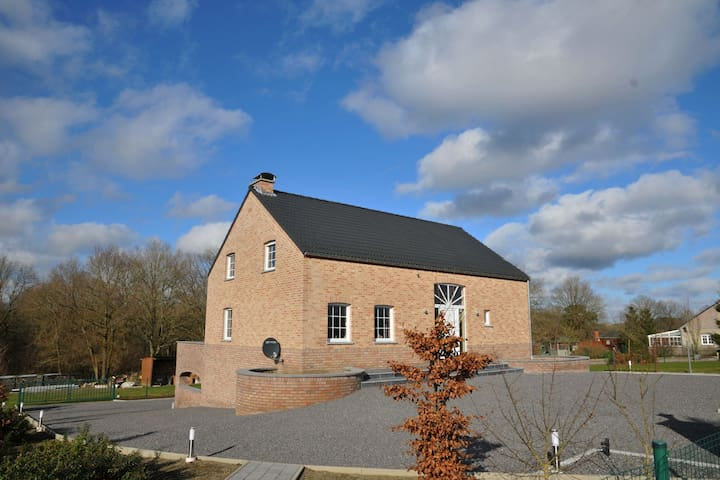 Modern Holiday Home in Somme-Leuze with Garden