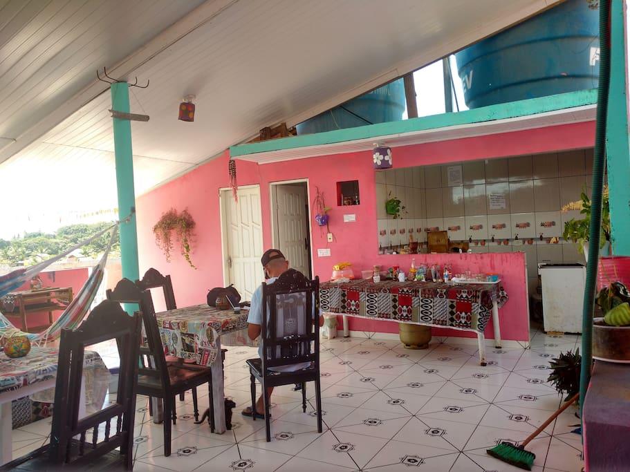 terraza y cocina compartidas