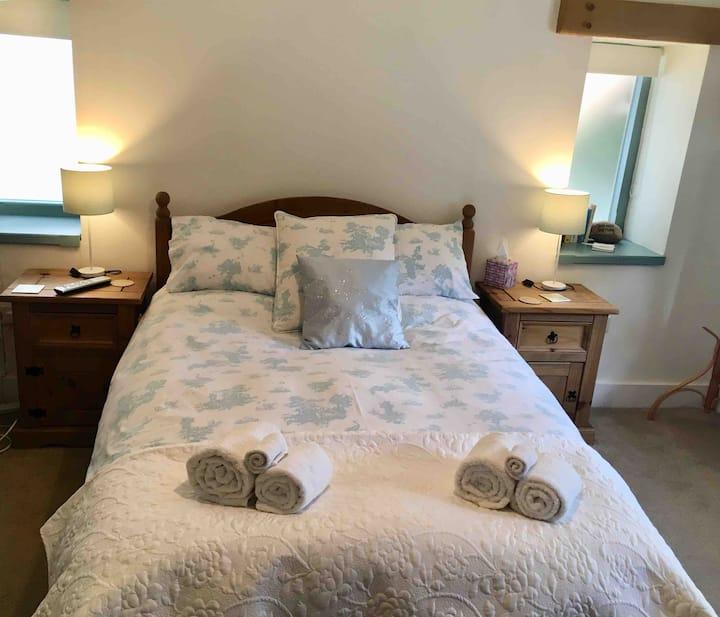 Double bedroom with en-suite B&B Banstead