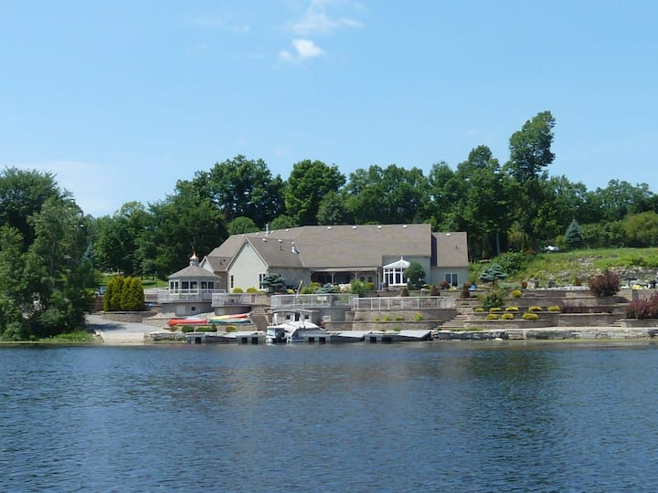 Luxury Riverfront Cottage 30 mins from Kingston ON