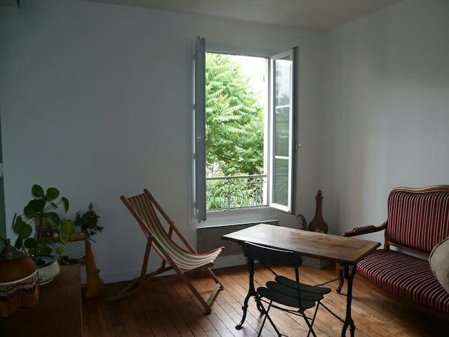 Flat closed to Pere Lachaise, 20e