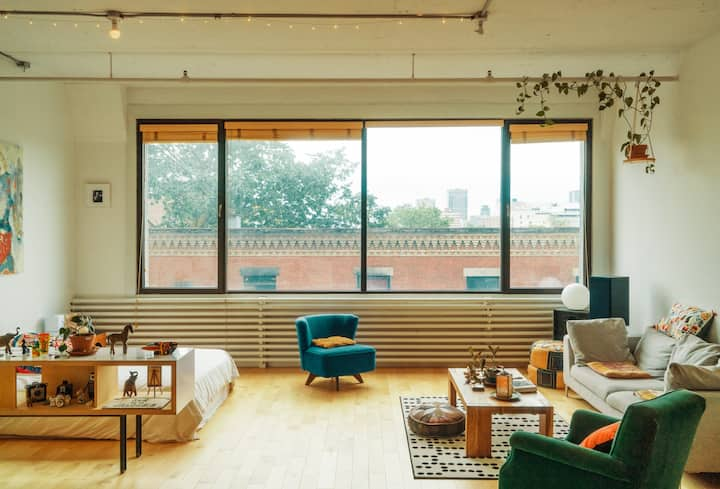 Bright sunny Loft in the <3 heart <3 of Montreal.