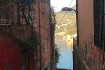 Discesa a mare dal centro storico