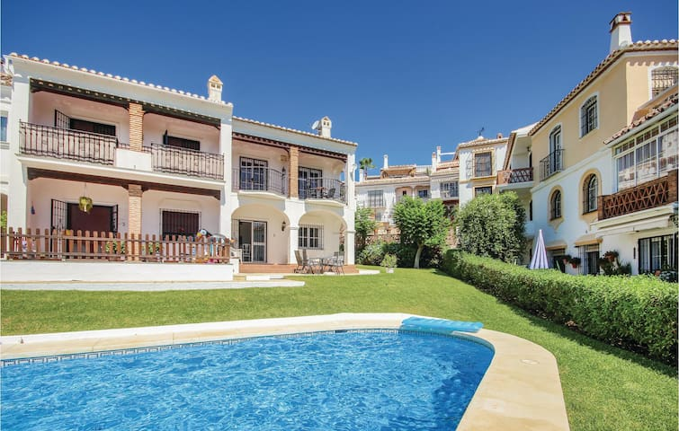Semi-Detached with 2 bedrooms on 65m² in Mijas