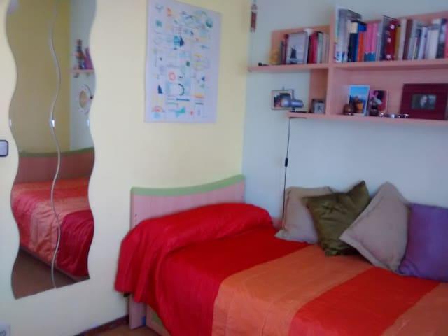 Habitación privada, piso acogedor - Alcalá de Henares