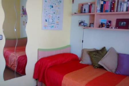 Habitación privada, piso acogedor - Alcalá de Henares - Casa