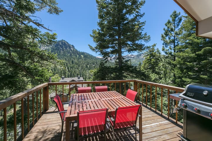 Juniper Mtn - 4 BR with Hot Tub & Amazing Views!! - Alpine Meadows - Apartment