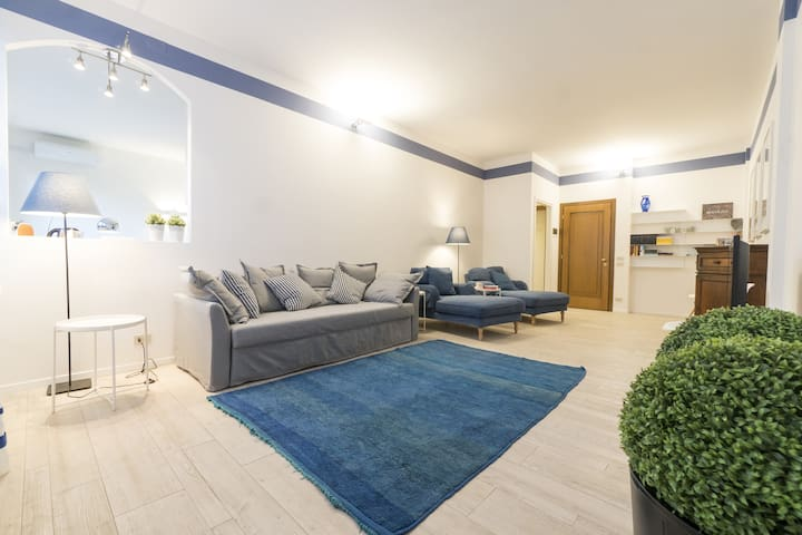 Dante Suite, bright apartment with private parking