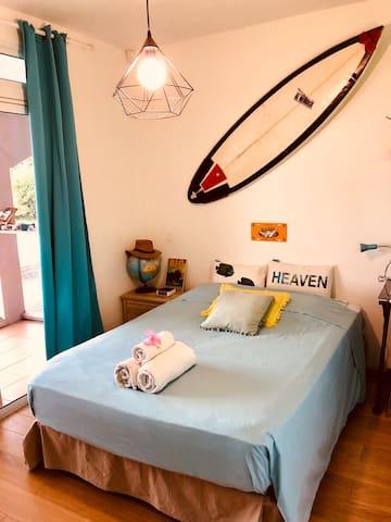 Troisième chambre, ambiance surfeur.