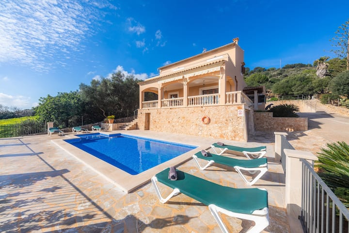 Beautiful Holiday Home Sera Vela with Mountain View, Sea View, Wi-Fi, Garden, Pool & Terraces; Parking Available