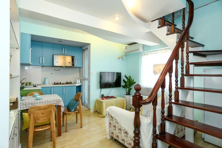 体育公园市中心,雅致复式loft一室一厅套房 - Nantong - Huis
