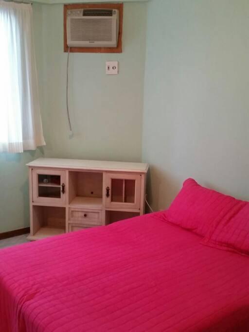 quarto de casal,com         guarda roupa 6 portas e console, cama box de casal