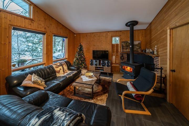 Lakefront charming cottage on Lac des Sittelles