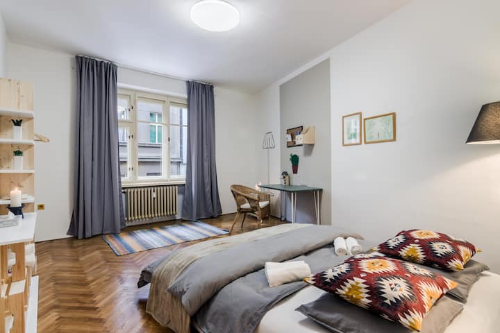 Stay like a local: big room in the absolute centre