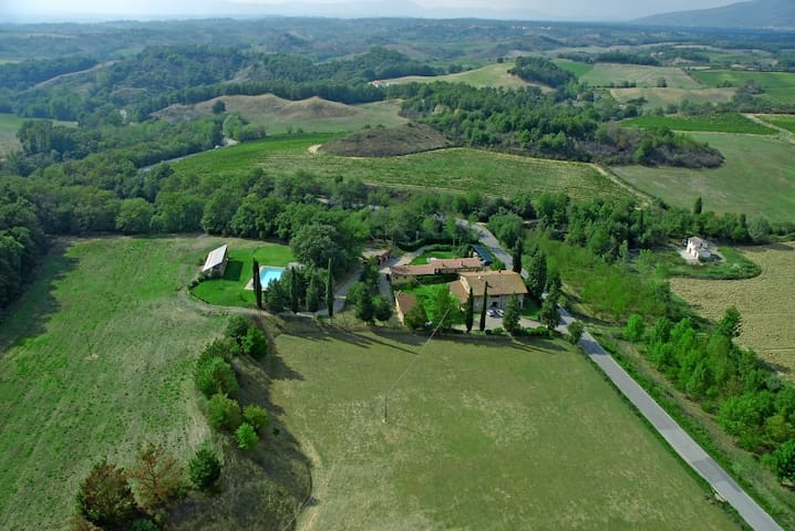 Stone built farmhouse with pool and a large garden - Terranuova Bracciolini - House