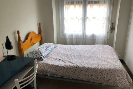 Céntrica habitación cómoda e iluminada en Murcia