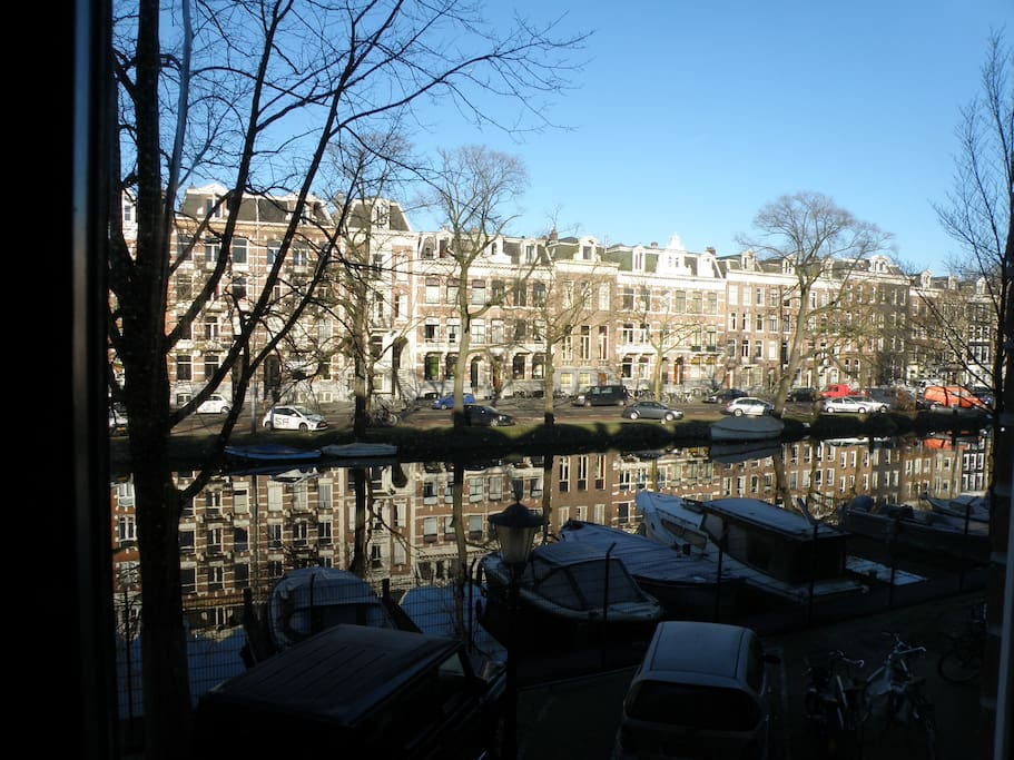 Spectacular view on a canal to wake up to every morning