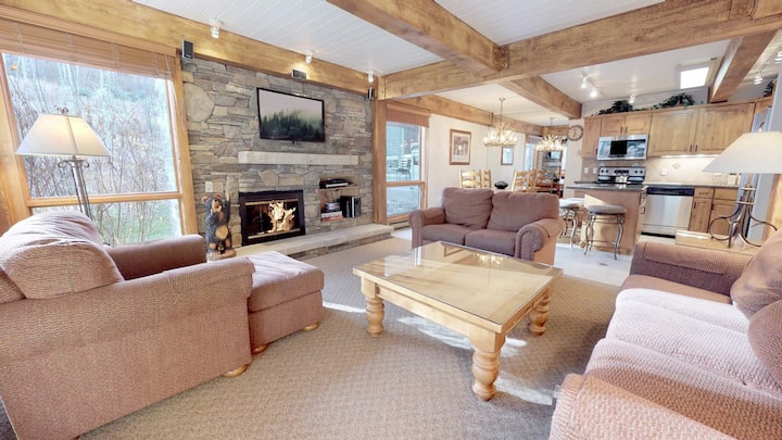 Ski-In & Ski-Out  Condo ~ Top of the Village