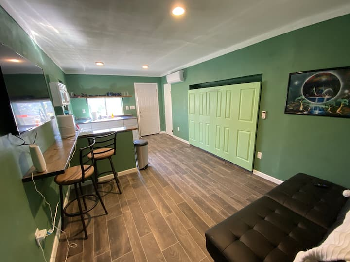 Cozy Carriage House | HotTub