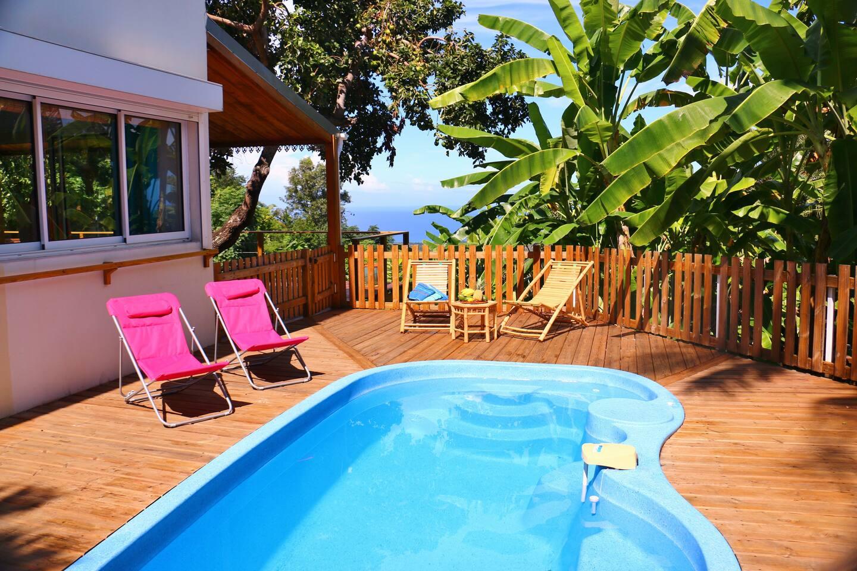 piscine entre mer et bananiers
