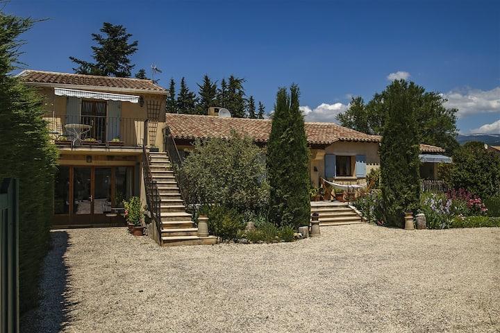 Garden apartment in lovely Provencal village