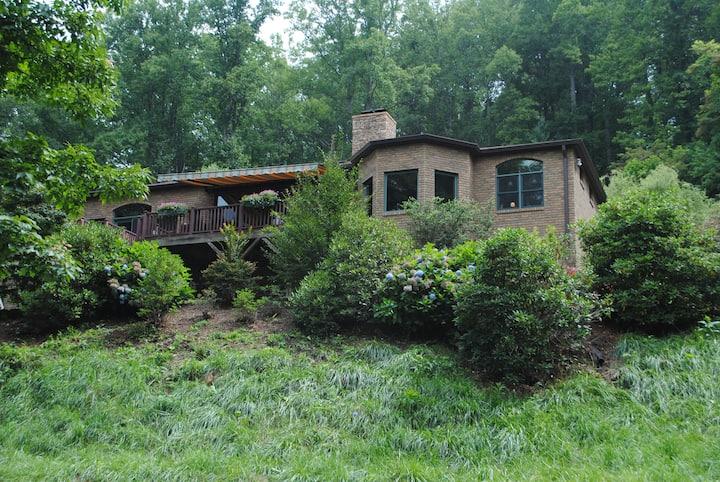 Blue Ridge Mountain Retreat/  with POOL