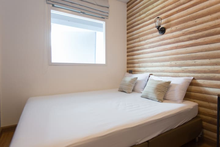 B1 - A cozy room with shared bathroom - Phra Sing - Apartment