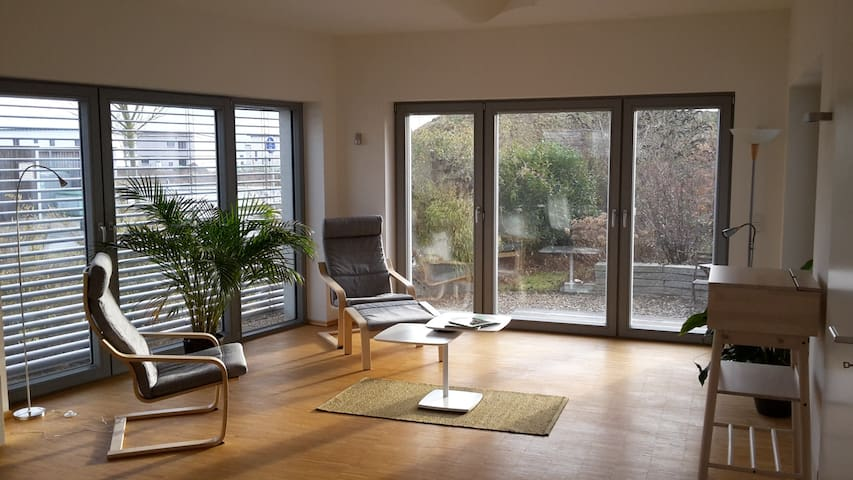 Bright loft in low-energy house. - Erlangen - Apartmen