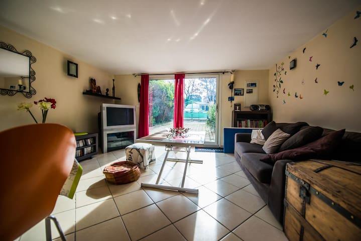 Logement indépendant dans propriété - Pertuis - Lejlighed