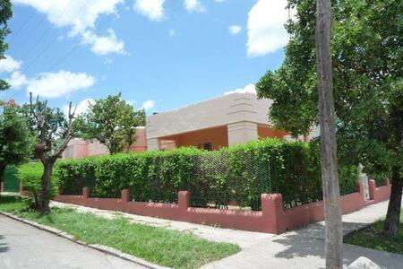 Casa Art Deco 1949:  Alquile Habitación (o Casa) - La Habana