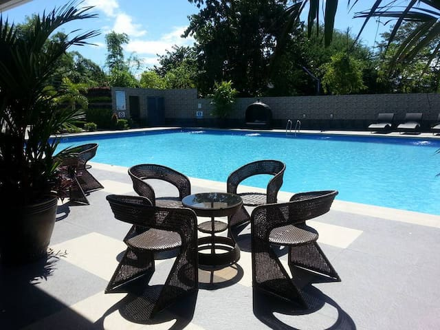 Beautiful 1 BR Condo, BF Homes, Las Pinas City - Las Pinas City - Apartemen