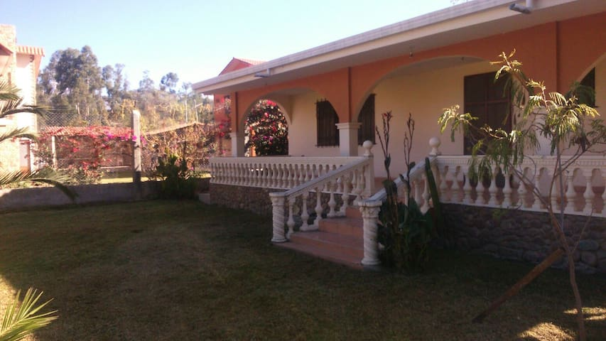 House in the nature, near the city - Tiquipaya - Huis