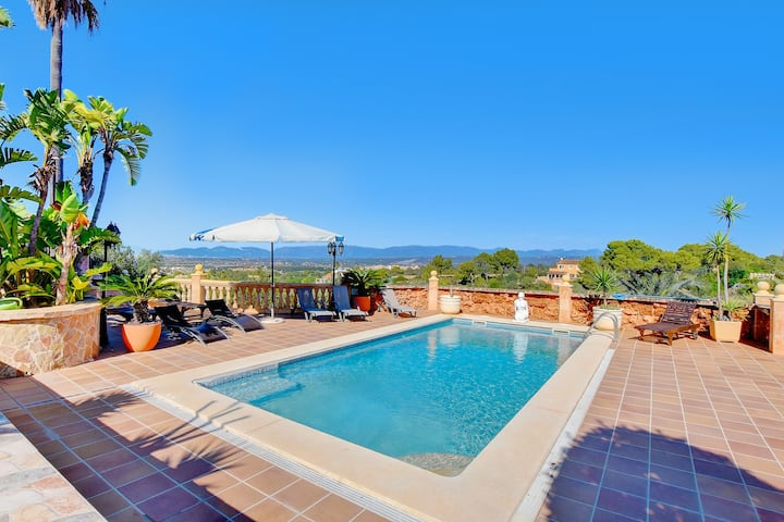 Villa Laura with sea views, paddle court, gym, private pool and BBQ