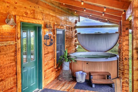 Luxury Cabin |Secluded | Hot Tub
