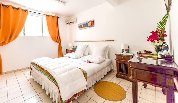 Studio in Le Vauclin, with wonderful mountain view, enclosed garden and WiFi - 5 km from the beach