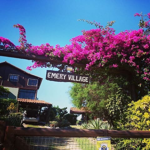 Emery Village Gusthouse