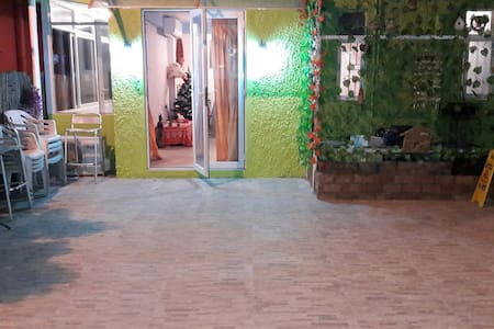 Near to airport and Pui o beach closy ground floor