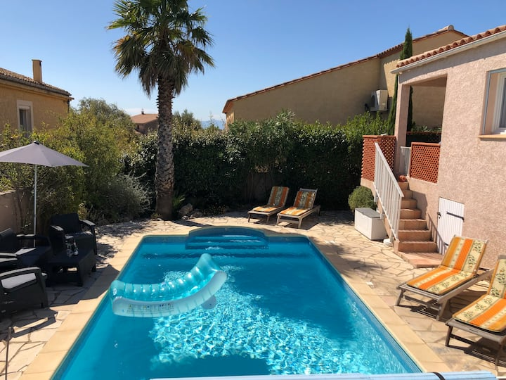 **Holiday villa with private heated pool & AirCon.
